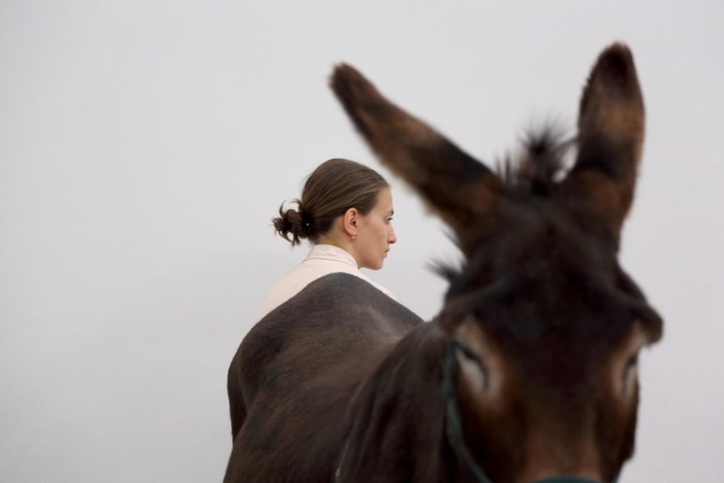 Anne-Imhof_Aqua-Leo-1st-of-at-least-two_1©Nadine-Fraczkowski