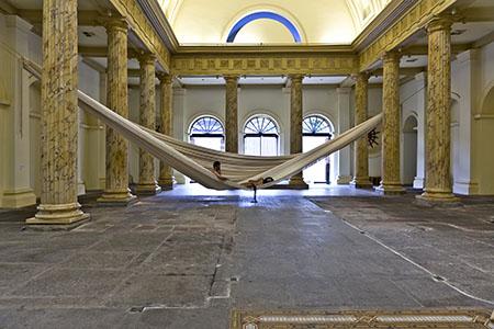 Exposição 'GRANDE' de Laura Lima, na Casa França Brasil