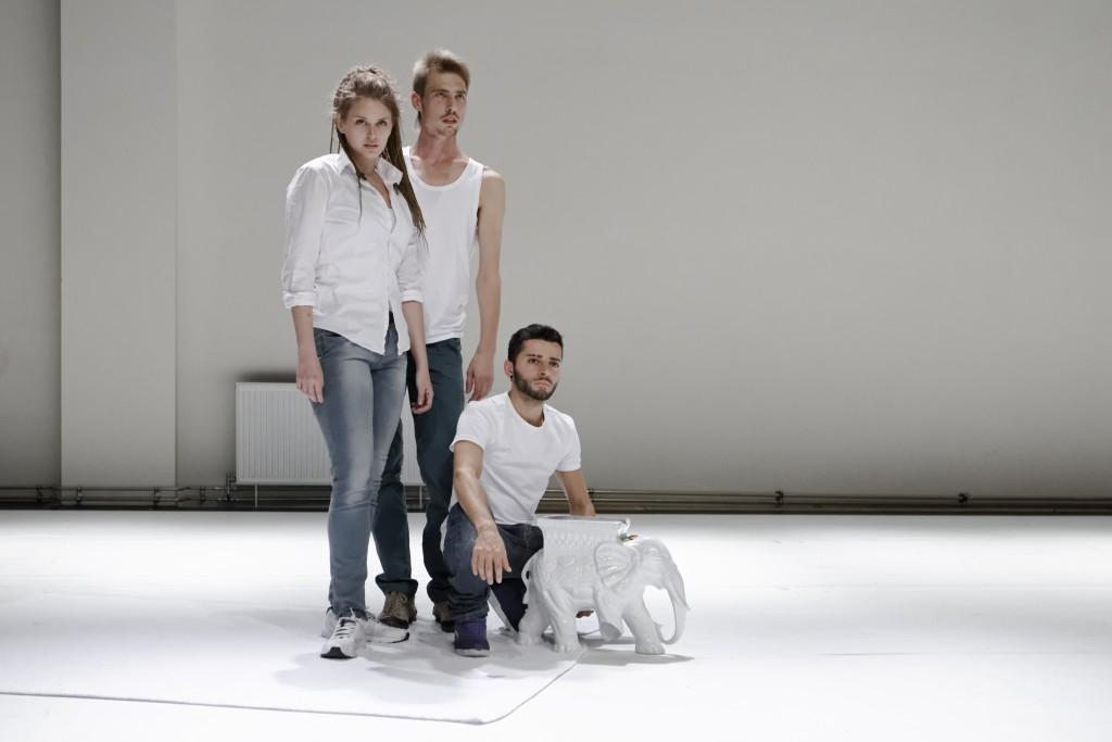 Try-out van .whatdowefinallyshare. van Fernando Belfiore bij Dansmakers, Amsterdam Noord