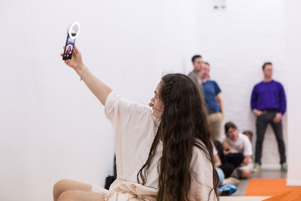 25.-YGRG14X-reading-with-the-single-hand,-Dorota-Gaweda-&-Egle-Kulbokaite,-Performance,-2018,-Cell-Project-Space