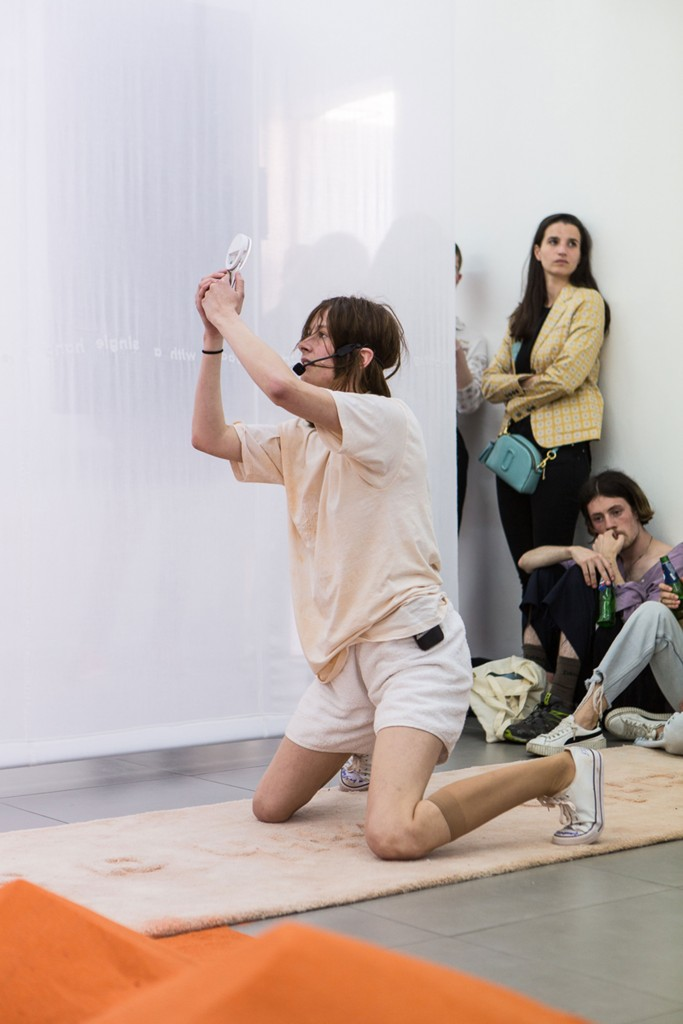 31.-YGRG14X-reading-with-the-single-hand,-Dorota-Gaweda-&-Egle-Kulbokaite,-Performance,-2018,-Cell-Project-Space